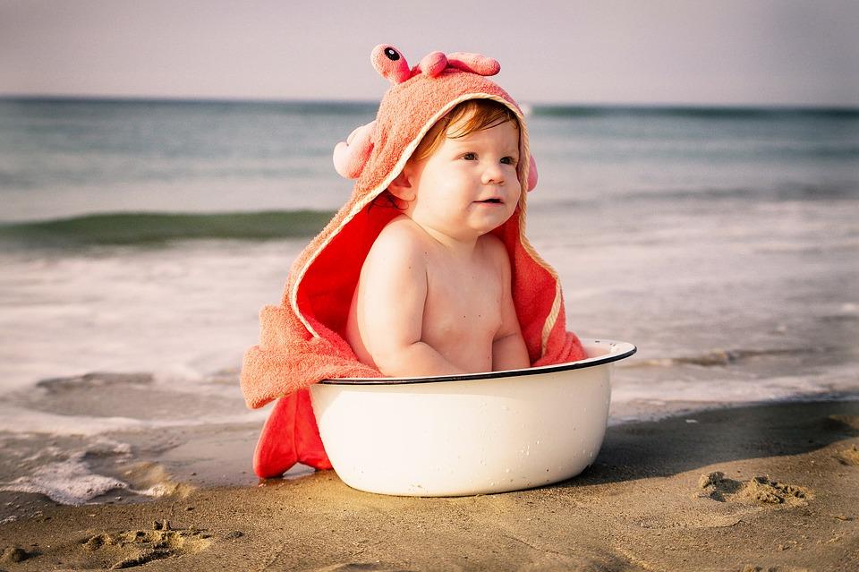 como-vestir-a-tu-bebe-en-verano