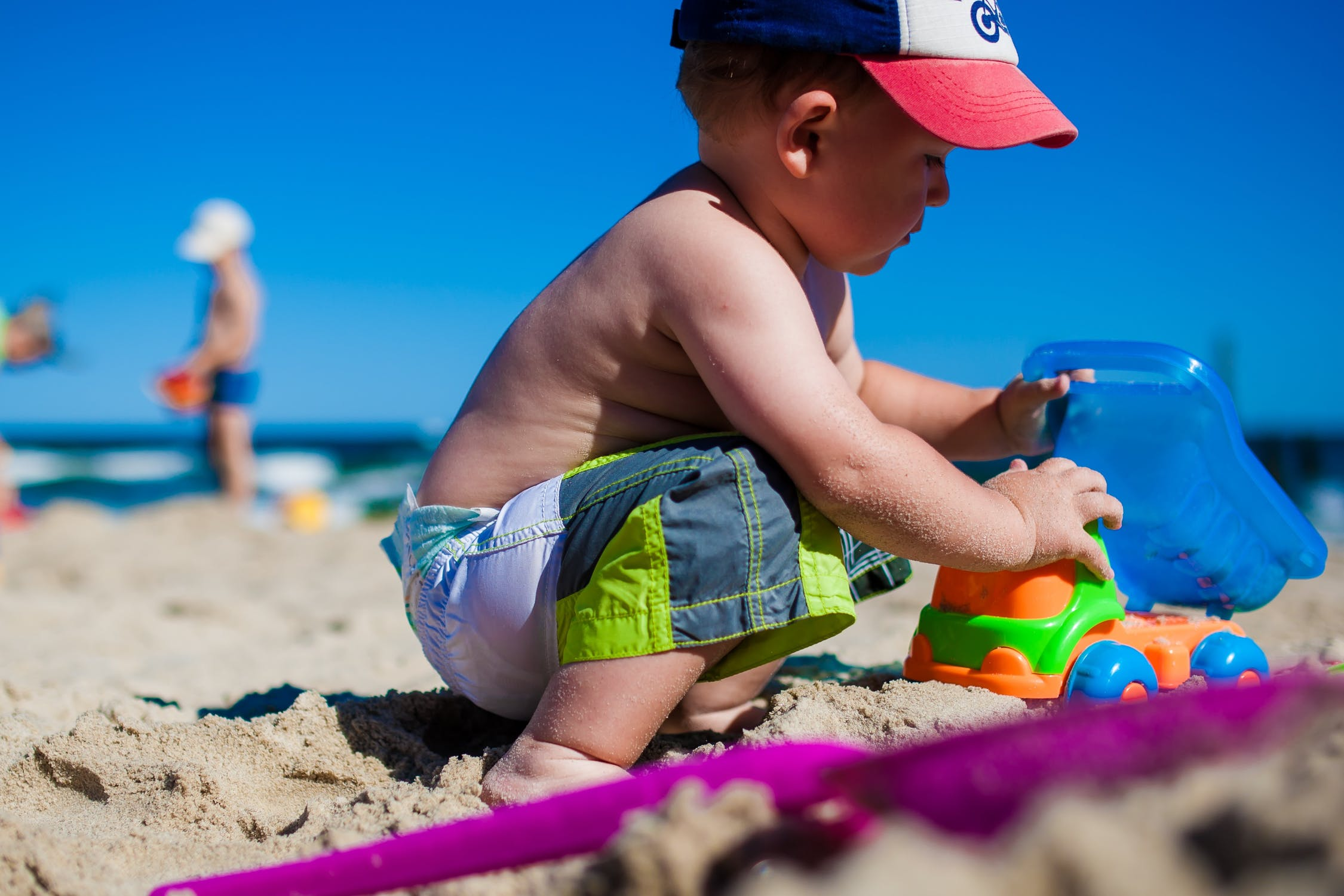 en-la-playa-deja-a-tu-bebe-descalzo